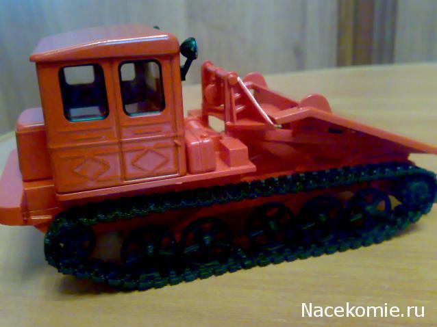 Traktor TDT-60 punane ajakirjaga